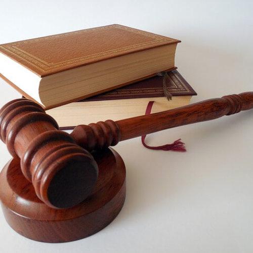 Złodziejskie trio odpowie przed sądem za wielokrotne kradzieże z włamaniem